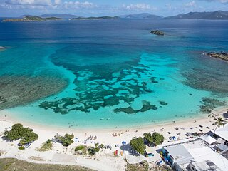 'Seaside SeaEsta' Getaway w/ Pool & Grill Access!