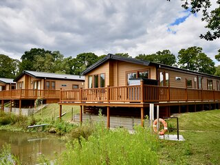 Poppy An Immaculate Lake side Lodge the Perfect Retreat, Sleeps 4