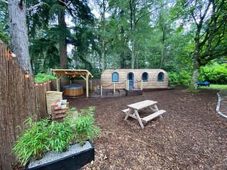 Luxury Forest Cabin in the woodlands of Culdees Castle