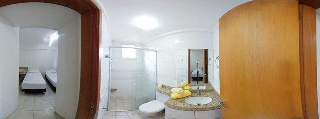 Banheiro com chuveiro Hainfall