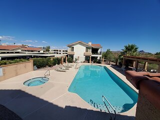 Two Bedroom Condo, close to everything, sleeps 4