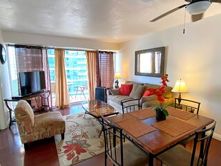 Cozy 2-Bedroom Waikiki Vacation Rental Unit on High Floor!