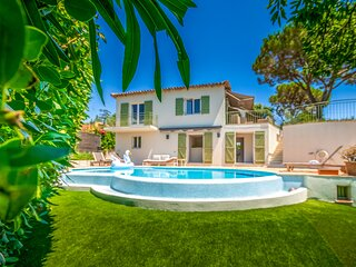 1402411 renovated villa 5 bedrooms, at 400 mtrs. from La Nartelle beach, pool