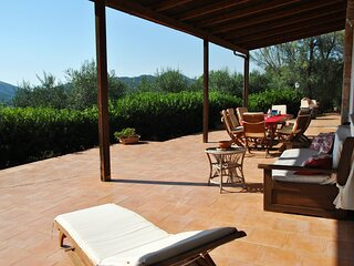Suite on hill, air-conditioned apartment in villa with outdoor patio