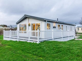 Stunning 6 berth lodge for hire at Skipsea Sands ref 41077WF