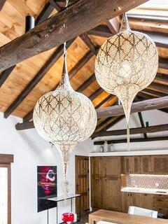 Detalle de las lámparas del salón