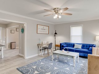 Newly renovated Cape Cod at Buckroe Beach! Sleeps 8