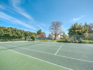 Sweet small barn with Tennis court, near Goodwood