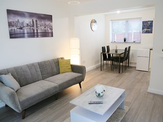 ★Gorgeous Serene 2 bedroom apartment + free parking★