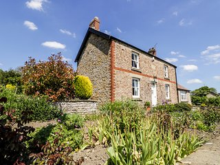 AUBURN HOUSE, detached, woodburning stove, near Helmsley, ref:943848