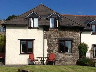 CEDAR COTTAGE, well-equipped, countryside views, Bideford, Ref 957031
