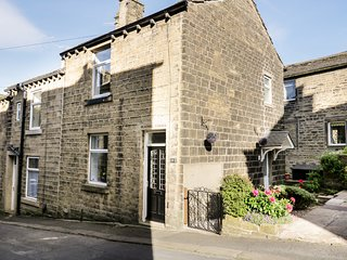 HEATHER CORNER, Smart TV, WIFI, centre of Haworth, Ref 935515