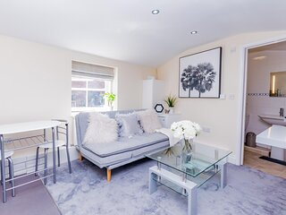 Baker Stylish Living Minutes from Reading Town Centre