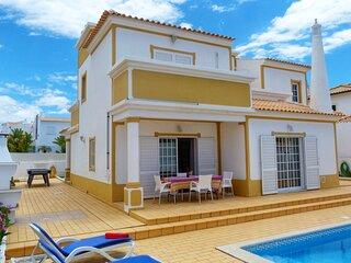 Holliday Villa with swimming pool near Galé Beach
