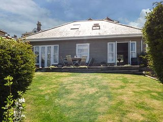 CARLTON COTTAGE, sleeps seven, king-size, seaside, sea view, West Cowes, Ref