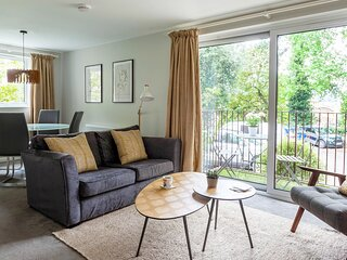 Hedgemead Court, 2 Bed Luxury Apartment in Bath centre.  Private Parking.