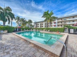 NEW! Bright, Naples Bay Condo w/Pool <2Mi to Beach