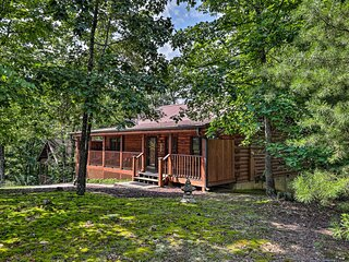 NEW! Cabin w/ Deck + Fireplace <3 Mi to Dollywood!