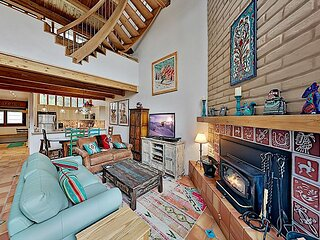 Slopeside Penthouse | 2 Mountain-View Balconies, Fireplace & Covered Parking