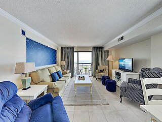 Sunny Beachfront Condo w/ Central Locale - Sparkling Pool & Private Balcony