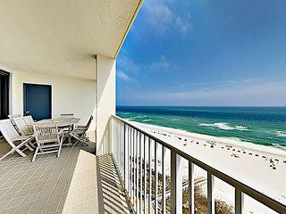 Beachfront Corner Unit w/ Balcony, Pools