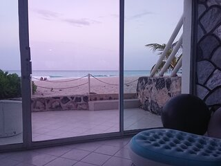2 steps to the Beach, Caribbean Patio, Cancun Hotel Zone