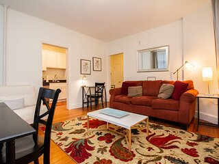 Renovated Brookline 1BED, Steps to MBTA, Shops & Restaurants
