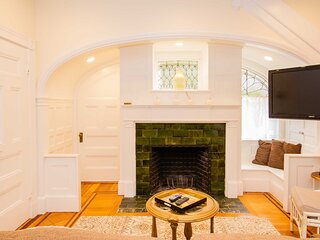 Sunny, Fully Furnished & Newly Renovated 1 Bed in Victorian Home, Sleeps 4, Step