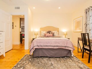 Renovated 2 Bed, Sleeps 6, in Boston Victorian Home. Close to BU, BC, Longwood