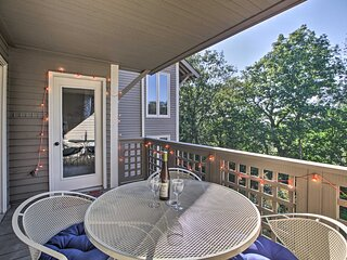 NEW! Pet-Friendly Condo < 2 Mi to Ski Wintergreen!