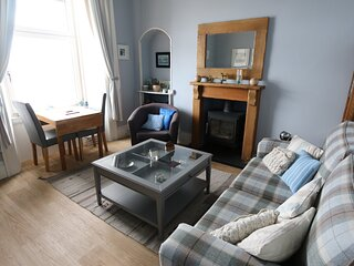 Superb sea views. Cosy, clean and tastefully decorated. King bed, comfort for 2.
