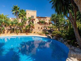 Es Castell de's Fetget Pool and views