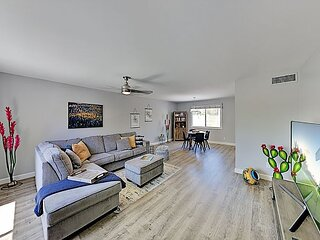 Luxe Chateau de Vie IV Townhome w/ Pool - Near Old Town & Chaparral Park!