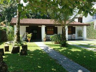 Casa com piscina na Riviera - SP