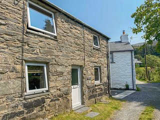 TY CYNON,  woodburning stove, exposed beams and stonework,mountain views