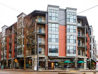 Portland's Pearl District 2BR + Den Apartments