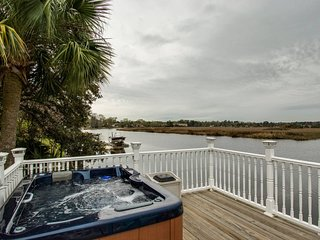 �WATERFRONT HOT�AREA DOCK HOT TUB KING � SUITE AB