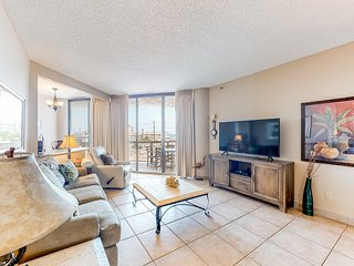 Upscale, waterfront condo w/furnished balcony, shared pool/hot tub