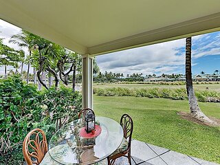 Golf Course View Condo w/ Lanai, Infinity Pool & Spa - Near Bay