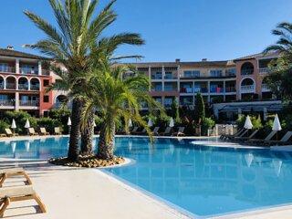 Appartement de standing à 100m de la plage face à la baie de St-Tropez