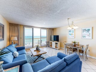 6th Floor Charming condo, Steps from the gulf, Restaurants minutes away