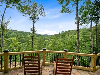 NEW! Elegant Forest Escape w/Hot Tub, Views & More