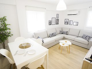 Elegant and bright apartment in Triana