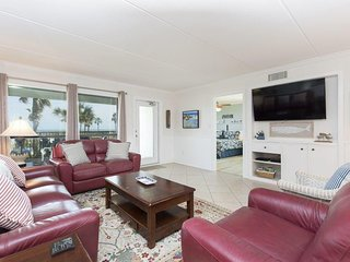 Saida I 201 - Beachfront, Large Balcony, 3 Pools, 2nd Floor, Come Enjoy