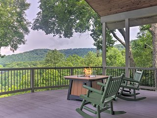 NEW! Bright Wolf Laurel Cottage w/ Mtn View & Deck