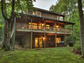 Callihan Creek Cabin is a Family Favorite!! Sleeps 10 easy! Hiking Trails!