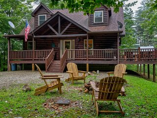 Tree Top Getaway | Log House with Views in Almond, NC