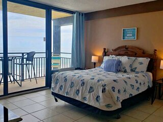 Direct OceanFront 5th Floor, South End Corner Unit - Master with Private Balcony