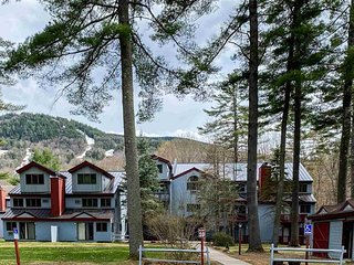Attitash Mountain Condo Sleeps 12 - Access to Mountain, Beach, Pools & Amenities