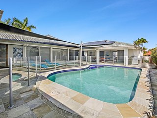 Homely Getaways in Broadbeach Waters